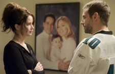 DVD REVIEW: SILVER LININGS PLAYBOOK